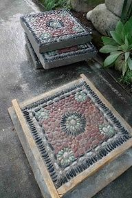 Jeffrey Bale's World of Gardens: Building a Pebble Mosaic Stepping Stone - A real master and he shares his techniques.. for those want to build some incredible mosaic stepping stones.  AMAZING!  #DIY GARDENCHAT