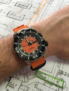 Seiko Superior, Orange Monster 2nd gen, SRP315, 4R36 mouvement. Seiko Monster, Monster 2, Nato Strap, Seiko Watches, Bulova, Watches For Men, Orange, Accessories, Luxury Watches For Men