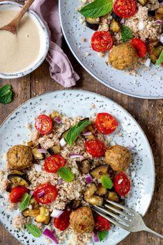 Couscous salade met aubergine, falafel en tahin dressing - Zonderzooi - Gezonde recepten - Duurzame lifestyle Falafel, Kung Pao Chicken, Eggplant, Lunch, Dinner, Lifestyle, Om, Ethnic Recipes, Foods