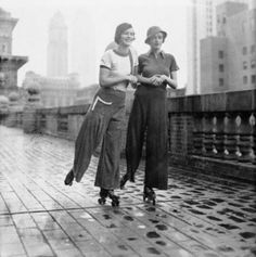 Wide-Legged Pants: One of the Popular Fashion Trends of Young Women From the 1930s ~ vintage everyday Foto Fashion, 1930s Fashion, Fashion History, Edwardian Fashion, Fashion Vintage, Gothic Fashion, Roosevelt Hotel New York, Style Année 20, 20s Style