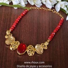 Celebra tu día y escoge siempre lo mejor para ti.  #pectoral elaborado con piedra tipo murano y enchape en oro 24k.  Coméntalo, compártelo y dale me gusta.  Encuentralo en tu tienda online www.rhoux.com Correo Info@rhoux.com  #rhoux #collares #necklaces #chain #love  #beautiful #instafashion #dije #pendant #girl #mujeres #cute #followme #beauty #gilrs #bijoux #gemstones #desing #agate #pectoral #murano #pectoral #jewelrydesigner #jewelry