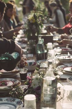 glamorous table  6 Summer Parties To Keep The Celebration Going All Summer Long.