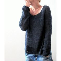 Baldric Knitting Instructions by Isabell Kraemer -, Knitting pattern Baldric by Isabell Kraemer // Baldric is knitted seamlessly in rounds from top to bottom. The first shortened rows form the neck / ne. Outlander Knitting Patterns, Sweater Knitting Patterns, Knit Patterns, Knitting Sweaters, Crochet Fall, Knit Crochet, Crochet Cardigan, Raglan Pullover, Dress Gloves