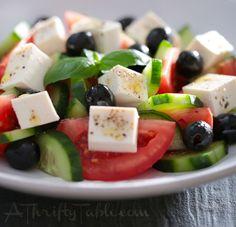 Griechischer Salat mit Zitrone und Basilikum Greek salad with lemon and basil Healthy Salads, Healthy Eating, Healthy Recipes, Healthy Dinners, Diabetic Recipes, Healthy Food, Salads Without Lettuce, Lettuce Salads, Salad Recipes No Lettuce