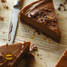 Rohe Schokoladen-Orangen-Tarte   sevencooks.com Raw Chocolate, Chocolate Orange, Candy, Desserts, Food, Pie, Vegan Chocolate, Cacao Powder, Dessert Ideas