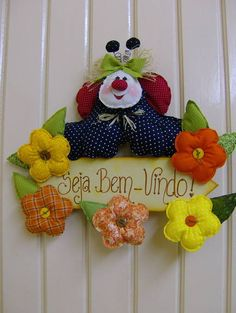 ENFEITE PORTA JOANINHA | JOANA ARTES | 326082 - Elo7 Holidays And Events, Patches, Diy Crafts, Quilts, Christmas Ornaments, Sewing, Holiday Decor, Crochet, Creative