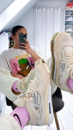 Pretty Shoes For Girls, Girls Shoes, Cute Nike Shoes, Cute Nikes, Trendy Shoes, Casual Shoes, Jordan Shoes For Women, Popular Sneakers, Swag Shoes