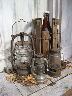 Vintage Decor Rustic A Cluster of Rusty Lanterns - Vintage porch decor ideas can help you breathe a new life into your home's exterior. Get inspired by the best designs! Old Lanterns, Antique Lanterns, Rustic Lanterns, Lanterns Decor, Ideas Lanterns, Country Decor, Rustic Decor, Farmhouse Decor, Vintage Farmhouse