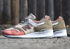 Although their output of collab sneakers seems to have died down this year, New Balance is still dropping plenty of impressive general release colorways of their most popular retro runners. Case in point, this new version of the 997. The … Continue reading →