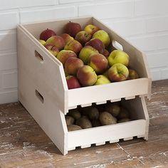 Stapelbare Obstkiste bei Torquato.de - Optimale Lagerung für Obst, Kartoffeln etc. Der Boden ist als Lattenrost ausgebildet, um das Obst, die...