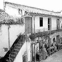 """Calle Muro de los NavarrosCALLE Sevilla, Andalucía """"En el número 40 de esta calle se encontraba el Corral de Vecinos La Tarazana, nombre dado por su pasado en la fabricación de sogas y cabos para barcos. Fue derribado y solo se conserva la fachada."""""""