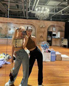 South Korean Girls, Korean Girl Groups, Lisa Black Pink, Kim Jisoo, Blackpink Photos, Pictures, Blackpink Fashion, Jennie Blackpink, Kpop Girls