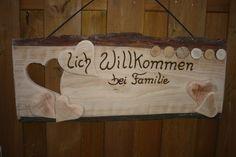 *Herzlich Willkommen bei Familie...*   Ein _großes,rustikales_ Türschild für die Wand.  Das Schild hat eine Größe von : 80 x 34 x 2,5 cm  Den Familien-Namen schreibe ich _ohne_ Mehrkosten...