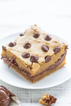 Nutella-Stuffed Chocolate Chip Blondies - Super soft, buttery blondies STUFFED with NUTELLA and topped with CHOCOLATE chips! Easy, no mixer recipe that puts a smile on everyone's face!!