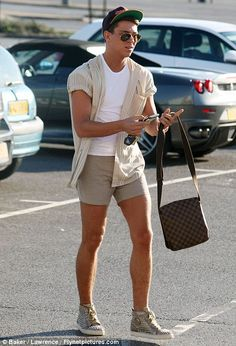 Joey's idea of a smarter look was another pair of tiny shorts with a shirt with rolled up sleeves and a gold pair of trainers Men Looks, Mens Fashion Shoes, Fall Fashion, Joey Essex, Summer Outfits Men, Moda Casual, Dapper Men, Mens Fall, Stylish Men