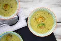 Wat heb je nodig voor 4 porties? 400 g spruiten 2 stengels prei grof gesneden 2 uien fijngesnipperd 1 liter groentenbouillon ½ tl tijm (gedroogd) kokosolie peper en zout Wat moet je doen? Snij 5 spruiten in dunne plakjes, de rest mag je grof snijden Verhit wat kokosolie in een pot en bak de ui [...]