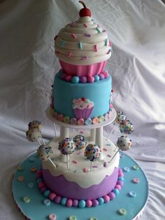 giant cupcake on top... must have cake pops
