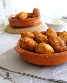 Cogollos de Agua: BUÑUELOS DE BACALAO Y PATATA Canapes, Empanadas, Diet Recipes, Meals, Vegetables, Cooking, Ethnic Recipes, Dado, Diets