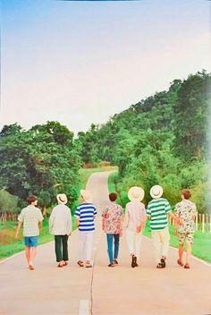 Namjoon casually almost touching tae and jin's butt lol xd < these colors make me think of japan idk Suga Rap, Bts Bangtan Boy, Bts Jimin, V E Jhope, Bts Taehyung, Billboard Music Awards, Foto Bts, Bts Memes, Kpop