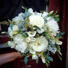 @florariadorothys Bride Bouquets, Floral Wreath, Wreaths, Home Decor, Bridal Bouquets, Floral Crown, Decoration Home, Door Wreaths, Room Decor