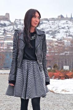 Интересная фактура юбки