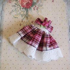 OOAK Custom Blythe rosa Burgund weiß schwarz kariertes Sommerkleid weiß Öse…