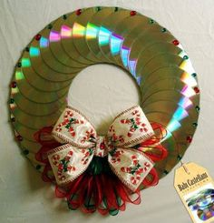 Risultati immagini per manualidades con cd Recycled Cds, Recycled Crafts, Cd Crafts, Crafts To Make, Christmas Time, Christmas Wreaths, Christmas Ornaments, Cd Art, Diy Weihnachten