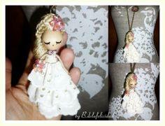 Broche de novia/Wedding doll brooch de De la felicidad........ por DaWanda.com