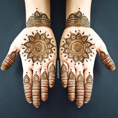 Check beautiful & simple arabic mehndi designs 2020 that can be tried on wedding. Shaadidukaan is offering variety of latest Arabic mehandi design photos for hands & legs. Palm Henna Designs, Pretty Henna Designs, Simple Arabic Mehndi Designs, Mehndi Designs 2018, Mehndi Designs For Girls, Mehndi Designs For Fingers, Bridal Henna Designs, Mehndi Design Pictures, Simple Mehndi Designs