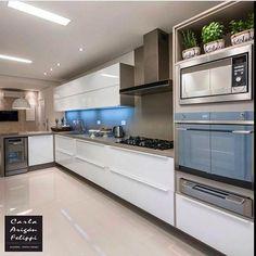 Morri com essa cozinha. Apartment Kitchen, Apartment Interior, Home Decor Kitchen, Kitchen Dining, Kitchen Cabinets, Art Deco Home, Interior Concept, Decoration Design, Kitchen Styling