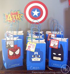 What is the right bag for a superhero to carry? Of course a goodie bag! Send your birthday guests home with these LEGO Minifigure themed pieces and make the party an unforgettable super memory.