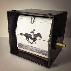 LAVRAPALAVRA                       : Artistas cinéticos criam flipbooks mecânicos com b...
