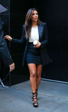 kim kardashian style Kim Kardashian Photos - Sexy star Kim Kardashian seen leaving a studio in New York after appearing on the 'Good Morning America' show. - Kim Kardashian in NYC Looks Kim Kardashian, Kardashian Style, Kardashian Photos, Kim Kardashian Clothes, Kim Kardashian 2012, Kim Kardashian Blazer, Kardashian Fashion, Mode Outfits, Fashion Outfits
