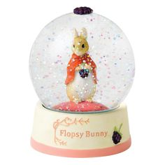This Beatrix Potter Flopsy Bunny snow globe forms part of the World of Beatrix Potter collection of snow globes. Shaking the snow globe creates a confetti swirl around Flopsy bunny.