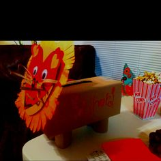 Valentine mailbox craft... and I'm not lion. ;) #diyvalentine #animalcraft #kidcraft