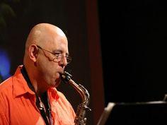 Nos dias 11 e 12 de abril, o Luizinho Santos Quarteto leva sua música instrumental para o Café Fon Fon.
