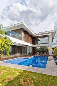 Casa em L com área de piscina Casas de luxo Casas luxuosas