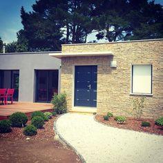 Habillage d'une façade en pierre de parement #tile #tiles #tiled #tileaddiction #pierre #house #design #architecture by thomas_ldr93