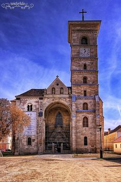 Places To See Before You Die - Alba Iulia Bulgaria, Old Churches, Catholic Churches, Visit Romania, Cathedral Church, Place Of Worship, Romanesque, Beautiful Buildings, Kirchen