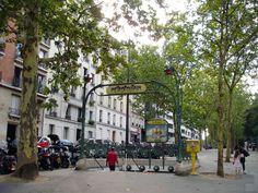 Paris, Métropolitain, Entrée de la station Botzaris, Ligne 7bis, arch. Hector Guimard