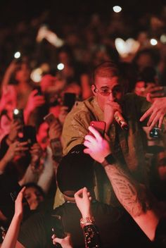 749 Best Bad Bunny Images In 2020 Bunny Bunny Outfit Latin Artists