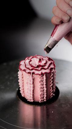 Creative Cake Decorating, Cake Decorating Techniques, Cake Decorating Tutorials, Creative Cakes, Crazy Cakes, Mini Cakes, Cupcake Cakes, Mini Wedding Cakes, 3d Cakes