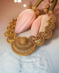 Tanishq Divyam gold necklace designs – Newest Jewelry Design for Girls India Jewelry, Gold Jewelry, Fine Jewelry, Gold Necklace, Jewelry Stand, Swan Jewelry, Swarovski Jewelry, Men Necklace, Bohemian Jewelry