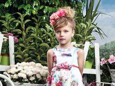 H Άνοιξη μας χτυπάει την πόρτα και επιτάσσει ανανέωση διάθεσης και γκρανταρόμπας για μικρούς και μεγάλους. Η Mini - Raxevsky μας λύνει και φέτος τα χέρια, με τη νέα της collection Spring/ Summer 2015, την οποία έχουμε ήδη ερωτευτεί. Λουλουδάτα & αέρινα φορέματα για κοριτσάκια, navy look στις αποχρώσεις του μπλε για τα αγοράκια - για να μην αναφερθούμε στη συλλογή με τα βαφτιστικά η οποία μας έχει κλέψει την καρδιά.