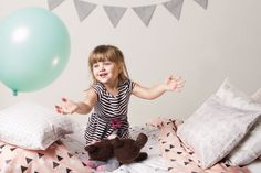Peach la housse de couette Toddler lapins Geo - pêche Bunny Black & White Triangles housse de couette pour berceau ou un lit bébé en coton bio par mitanidesigns sur Etsy https://www.etsy.com/ca-fr/listing/205746918/peach-la-housse-de-couette-toddler