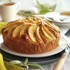 Tarta de manzana y pera con mermelada Köstliche Desserts, Delicious Desserts, Yummy Food, Cookie Bowls, Almond Cakes, Apple Cake, Flan, Cake Tutorial, Apple Recipes