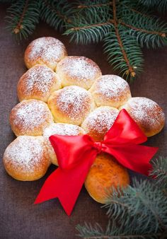 Tree of sweet rolls with apples - Albero di panini dolci con le mele Christmas Lunch, Christmas Sweets, Christmas Baking, Christmas Tree, 24 Kitchen Filipa Gomes, Cute Food, Yummy Food, Xmas Food, Food Decoration