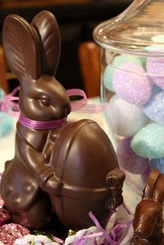 Easter is just around the corner and I've been tablescaping with one of my favorite food groups! Chocolate Rabbit, Chocolate Easter Bunny, Lindt Chocolate, Easter Monday, Easter Treats, Easter Desserts, Chocolate Pictures, About Easter, Easter Pictures
