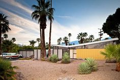William Krisel designed house in Palm Springs. Check another beautiful Krisel house clicking on the pic.