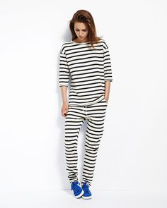 Hvor kan jeg købe dette sæt i str smallhannah stripe shirt All Fashion, Fashion Outfits, Womens Fashion, Fashion Spring, What To Wear Today, How To Wear, Flattering Outfits, Oversized Jacket, Loose Shirts